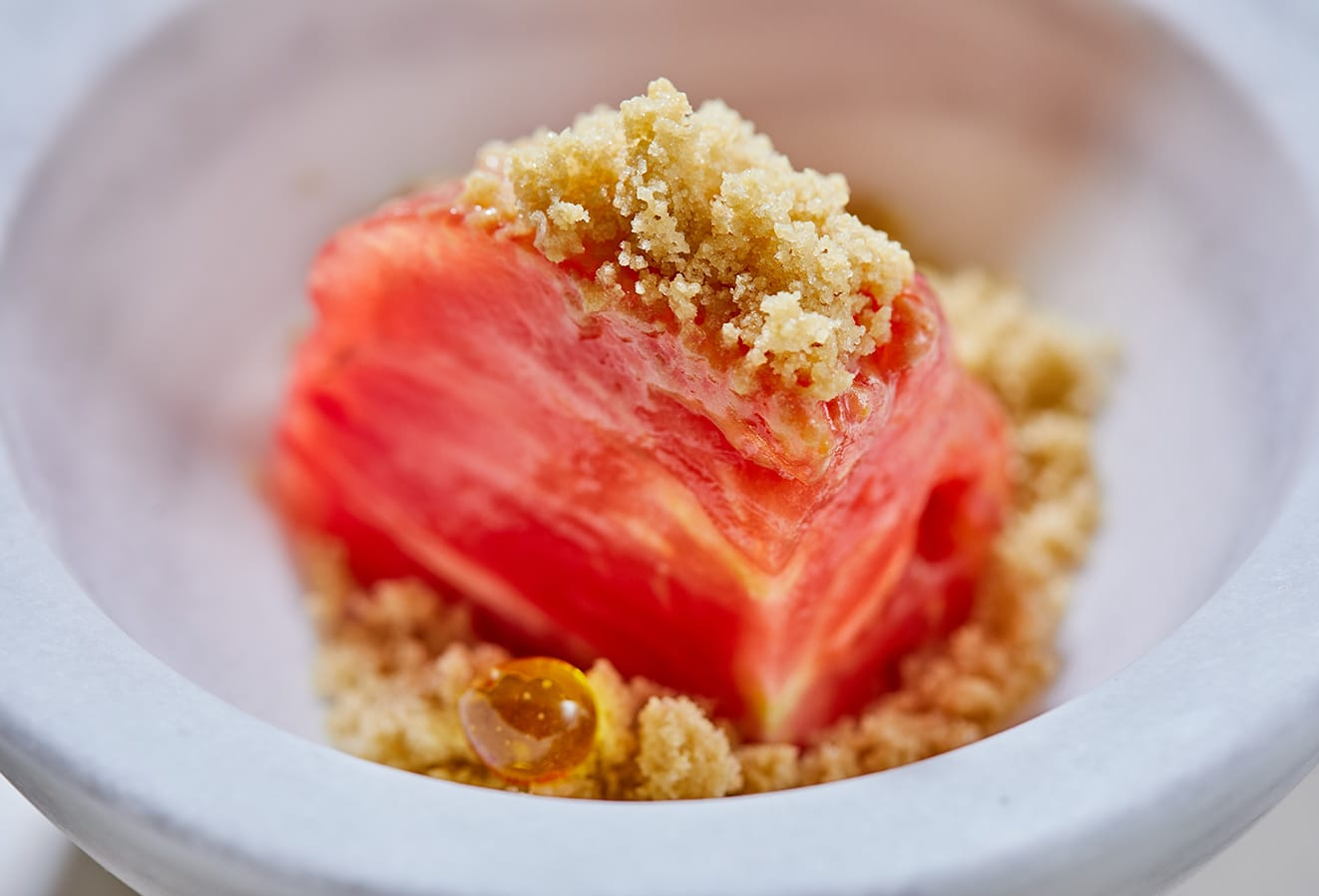 'Cor de bou' tomato with grilled trencada olive frost